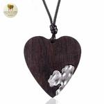 Collier long et pendentif  coeur en bois (4)