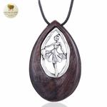 Collier long et pendentif  danseuse et bois de santal (6)