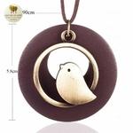 Collier long et pendentif oiseau bois de santal (4)