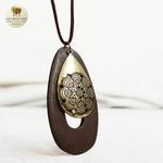 Collier long et pendentif bois de santal goutte deau (2)