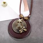 Collier long et pendentif bois de santal chapeau (8)