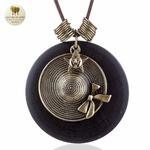 Collier long et pendentif bois de santal chapeau (6)