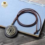 Collier long et pendentif bois de santal fleur (3)