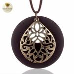 Collier long et pendentif bois de santal fleur (2)