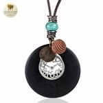 Collier long et pendentif en bois horloge (4)