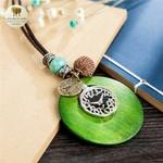 Collier long et pendentif en bois horloge (3)