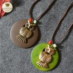 Collier long et pendentif en bois chouette (1)