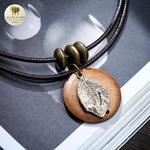 Collier et pendentif bois feuille (3)