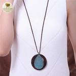 Collier long et pendentif bois feuille bleu (2)