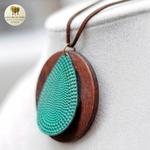 Collier long et pendentif bois feuille bleu (5)