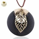 Collier long pendentif bois coeur et feuille (1)