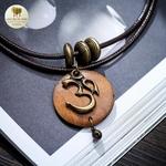 Collier double et pendentif en bois indien (3)