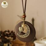 Collier long et pendentif  bois et metal croissant de lune (6)