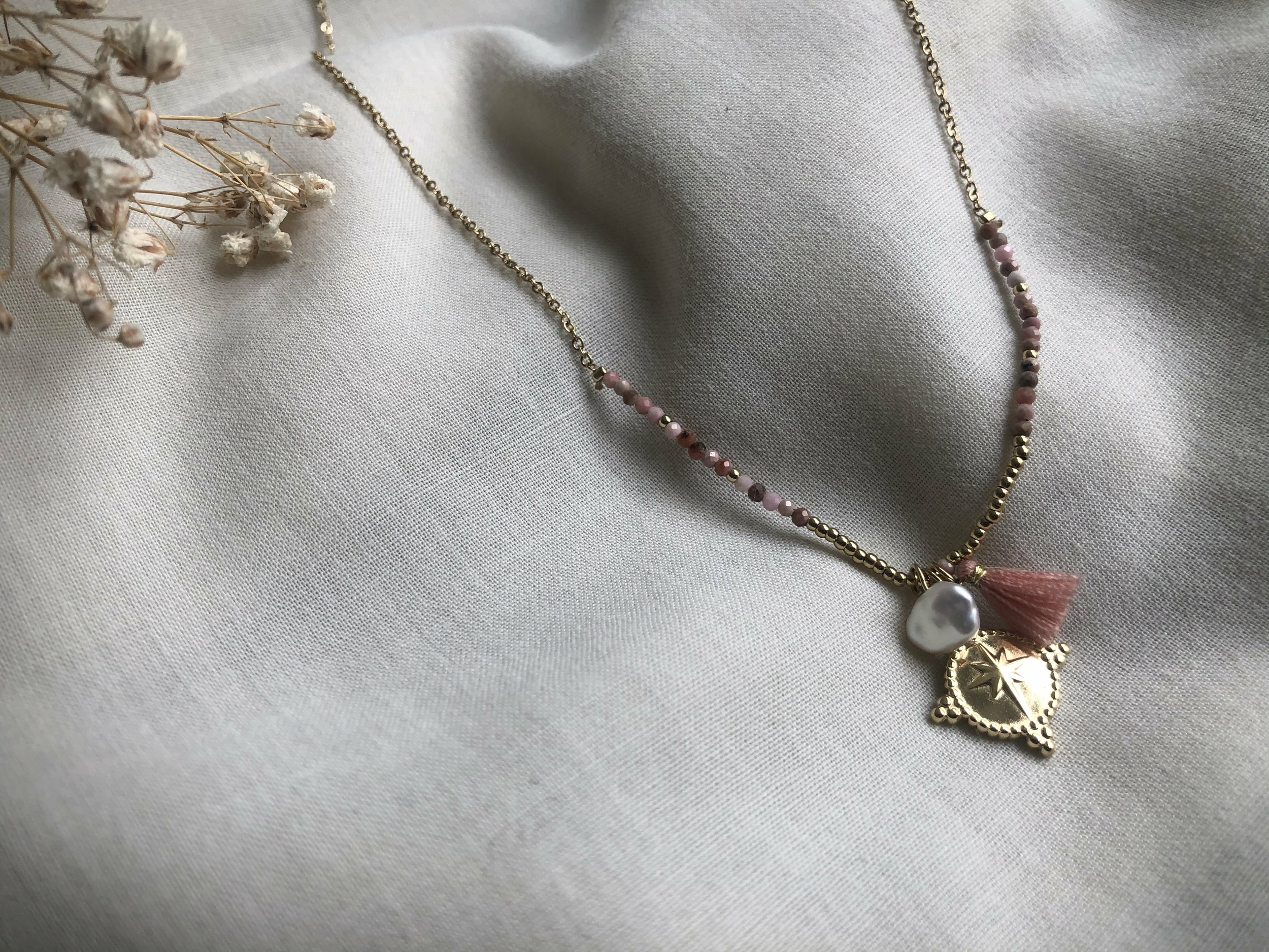 Collier Sharma rose