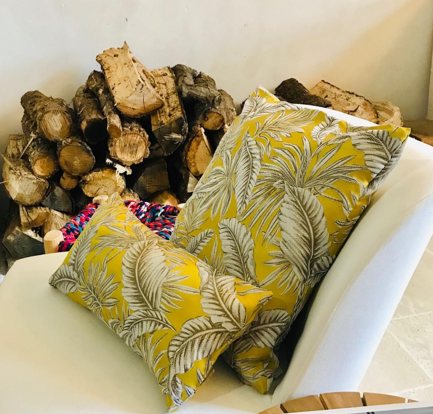 coussin plume jaune DIY