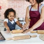 rouleau-patisserie-bois-grave-laser-motif-noel-cuisine-patisser-biscuite-gateau-enfant-jouet-bomo-famille-confinement