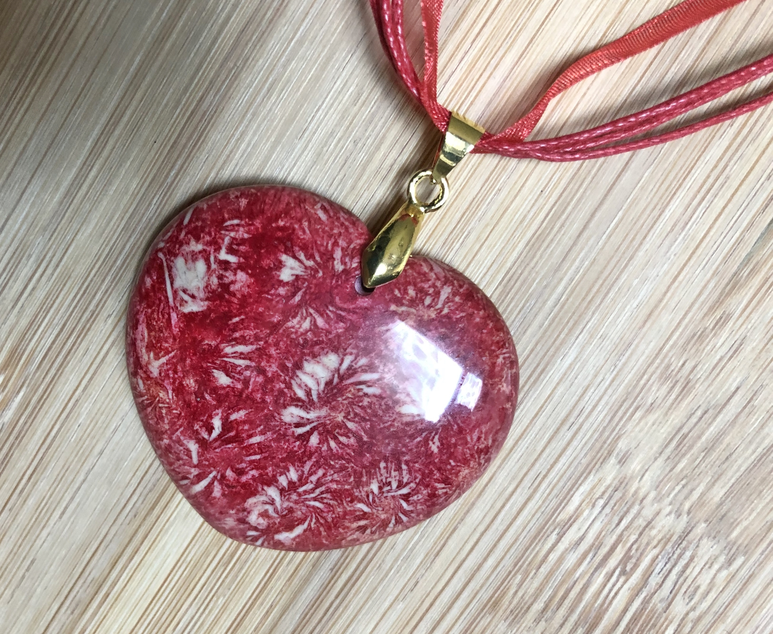 Collier jaspe chrysanthème rouge forme cœur - Angel shop