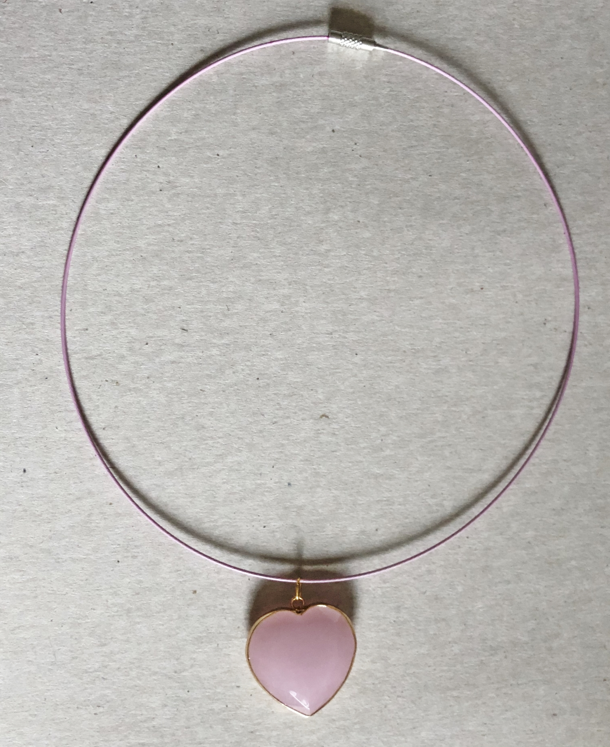 Collier coeur quartz rose cerclé  et cable acier rose - Angel shop