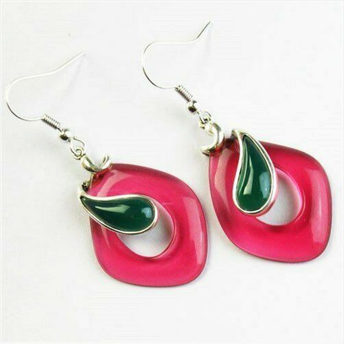 Boucles d\'oreilles cristal de titanium rouge et incrustation agate verte crochets - Angel shop