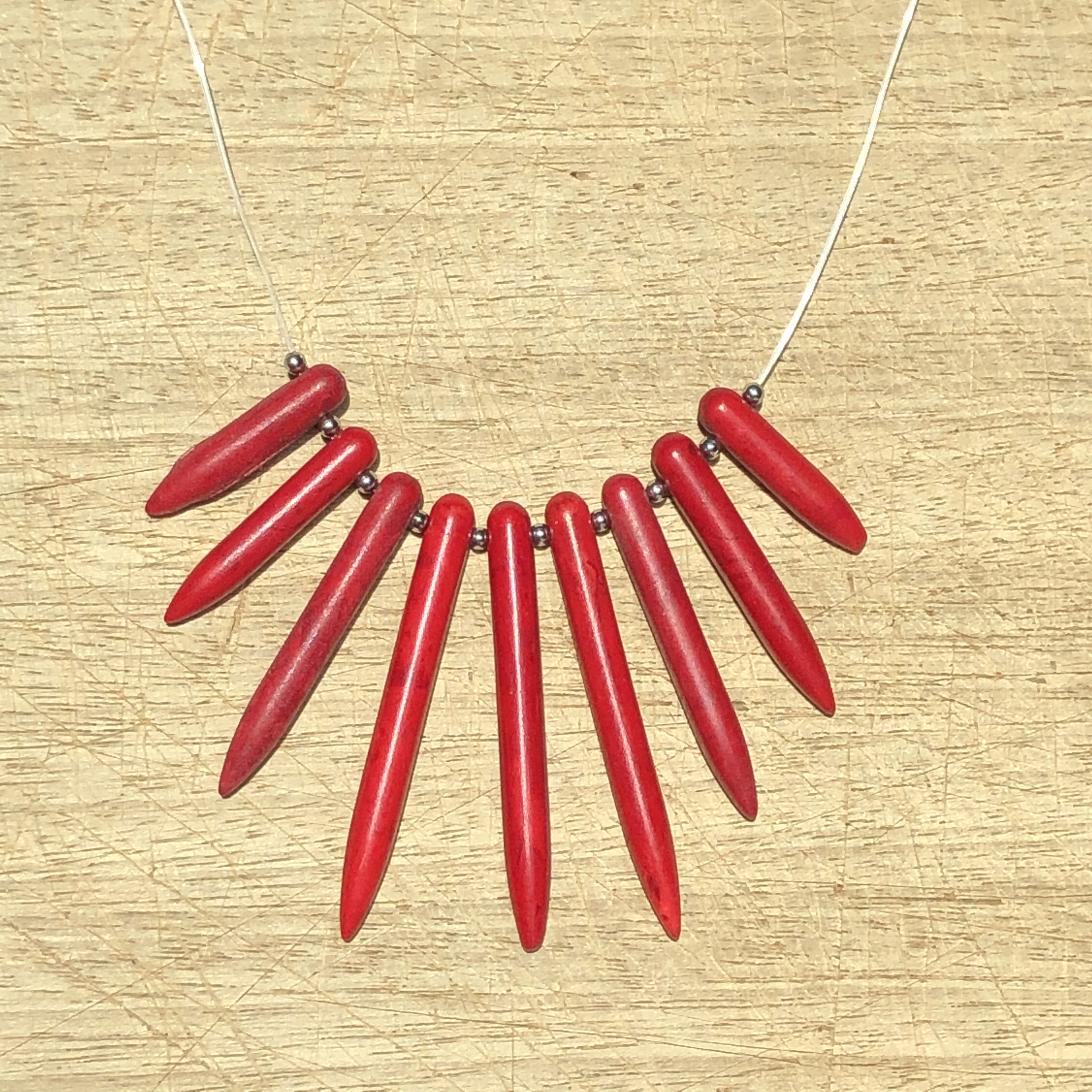 Collier fil HOWLITE ROUGE - Angel shop