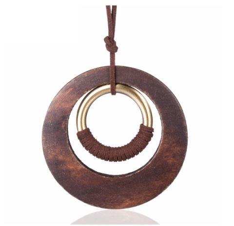 pendentif de long collier avec cercles en bois
