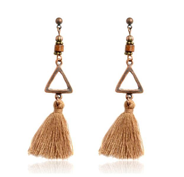 Boucles d'oreilles bohèmes pendantes longues bois et pompon tissu