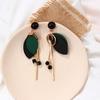 boucles d'oreilles en bois pendantes feuilles et fil métal