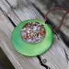 collier pendentif en bois et éclats de pierres