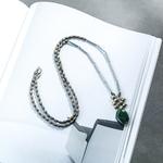 sautoir avec pendentif en pierre verte