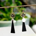 boucles doreilles pendantes longues en bois avec fleur noire