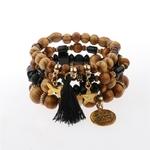 ensemble de bracelets perles de bois avec breloques