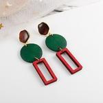 boucles doreilles pendantes en bois formes géométriques vert et rouge