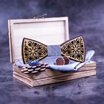 Noeud papillon en bois avec coeurs