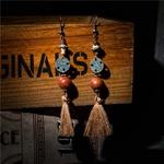 boucles doreilles pendantes en bois avec ponpom et perles bois