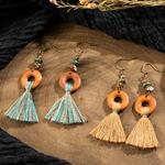boucles doreilles pendantes en bois avec ponpom ethnique bohème