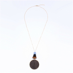 collier sautoir pendentif en bois rond marron et bleu