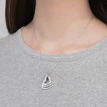collier personnalisé coeur or argent 3 prénoms superposés mutlicouches porté