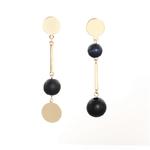 Boucles d'oreilles pendantes asymétriques plaqué or et perles en bois noire originales
