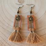 Boucles doreilles pendantes pompon bohème marron