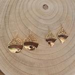 Boucles doreilles pendantes en bois et or rond et losange