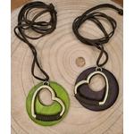Collier coeur en bois nature vert et marron