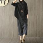 femme avec collier grand pendentif en bois
