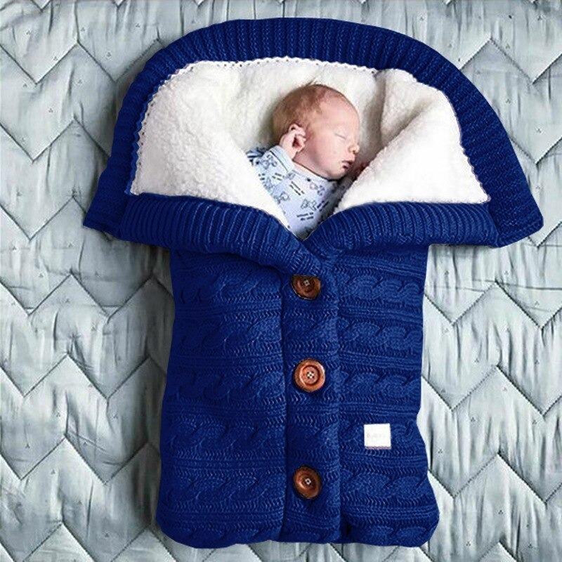 nid d'ange bebe en laine bleu