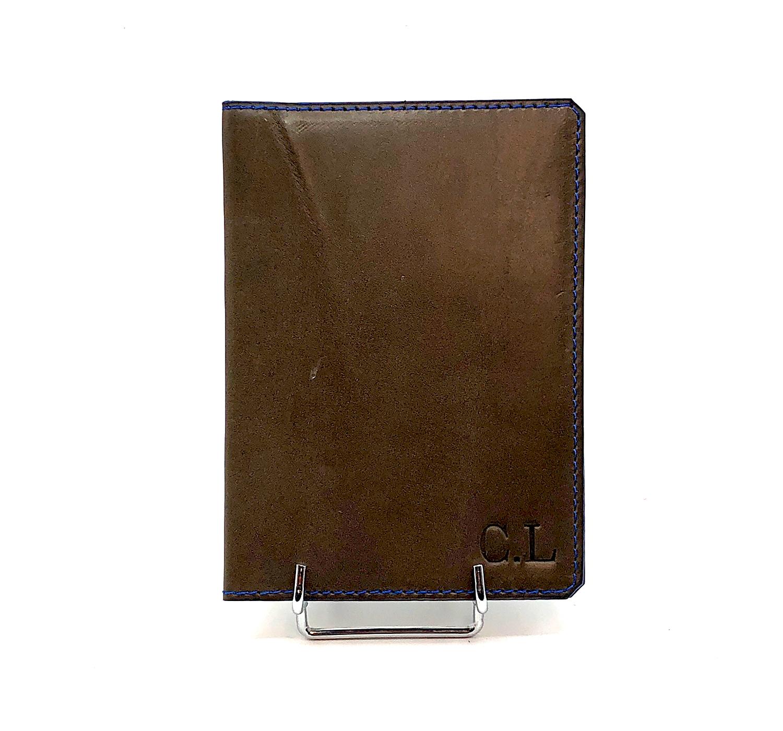 Porte Passeport cuir lisse marron et initiales