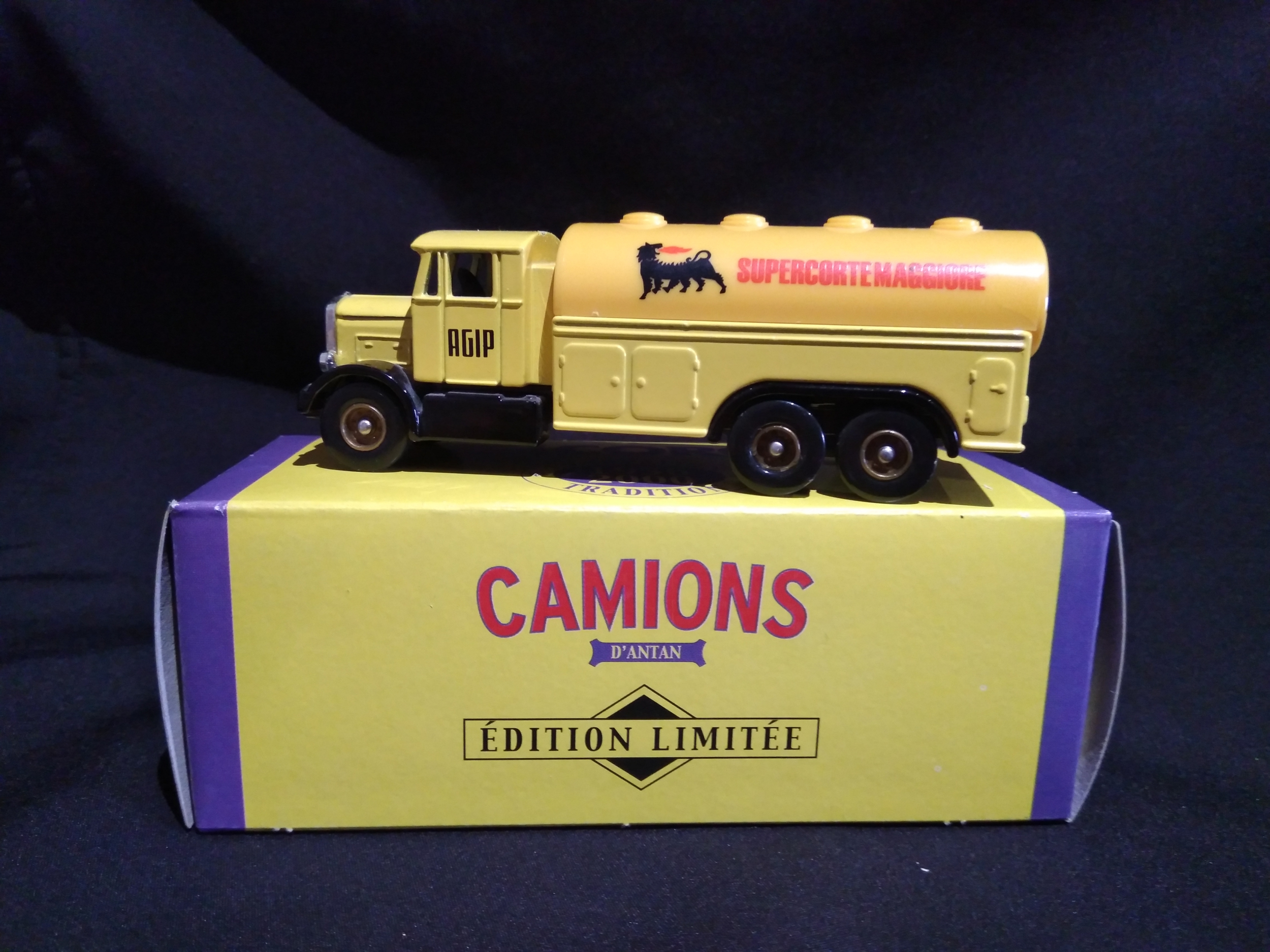 Camion publicitaire Scammell Agip