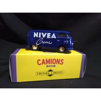 Camionnette publicitaire volkswagen transporter nivéa