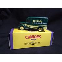 Camionnette publicitaire Bedford 30 CWT Perrier