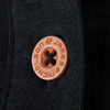 Polo_uni_Femme_noir_detail_bouton_JN940