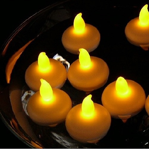 bougie-led-flottante-jaune-vendue-sur-www-deco-lumineuse-fr