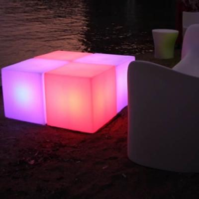 Cube lumineux led sans fil nirvana 65cm deco lumineuse for Verre pile piscine